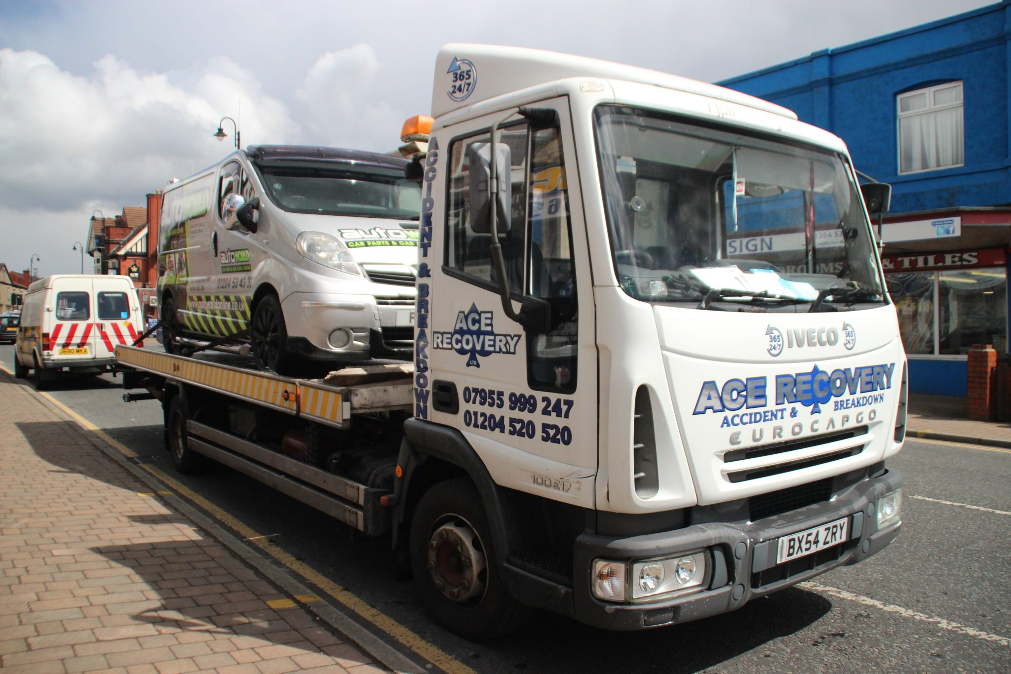 Get Twenty Four Hours Car Towing Services near Manchester with a Reliable Agency